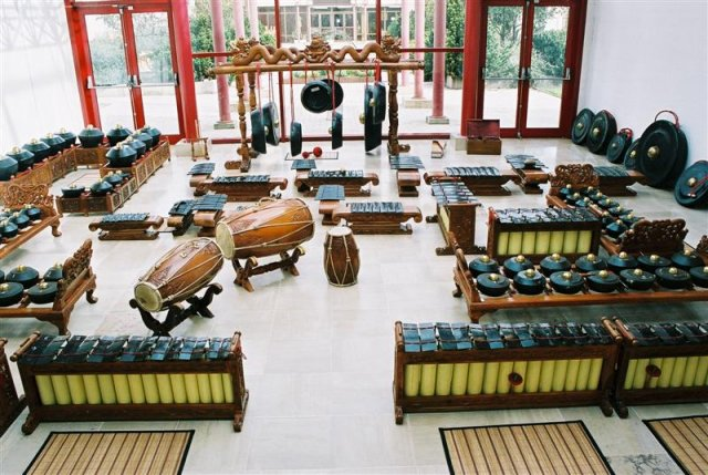 gamelan solonais double en fer